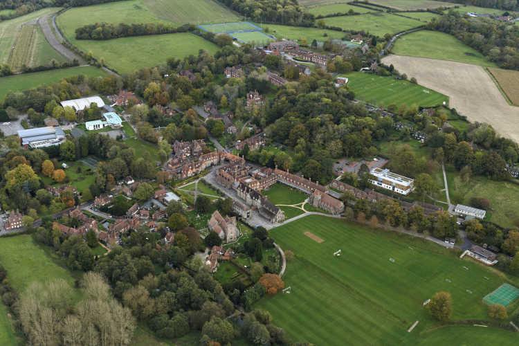 Bradfield College - akademisch, außerschulisch als auch pastoral herausragend