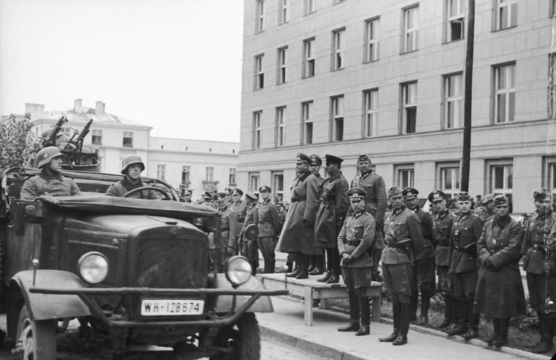 Bundesarchiv Bild 101I-121-0011A-23, Polen, Siegesparade, Guderian, Kriwoschein (1)