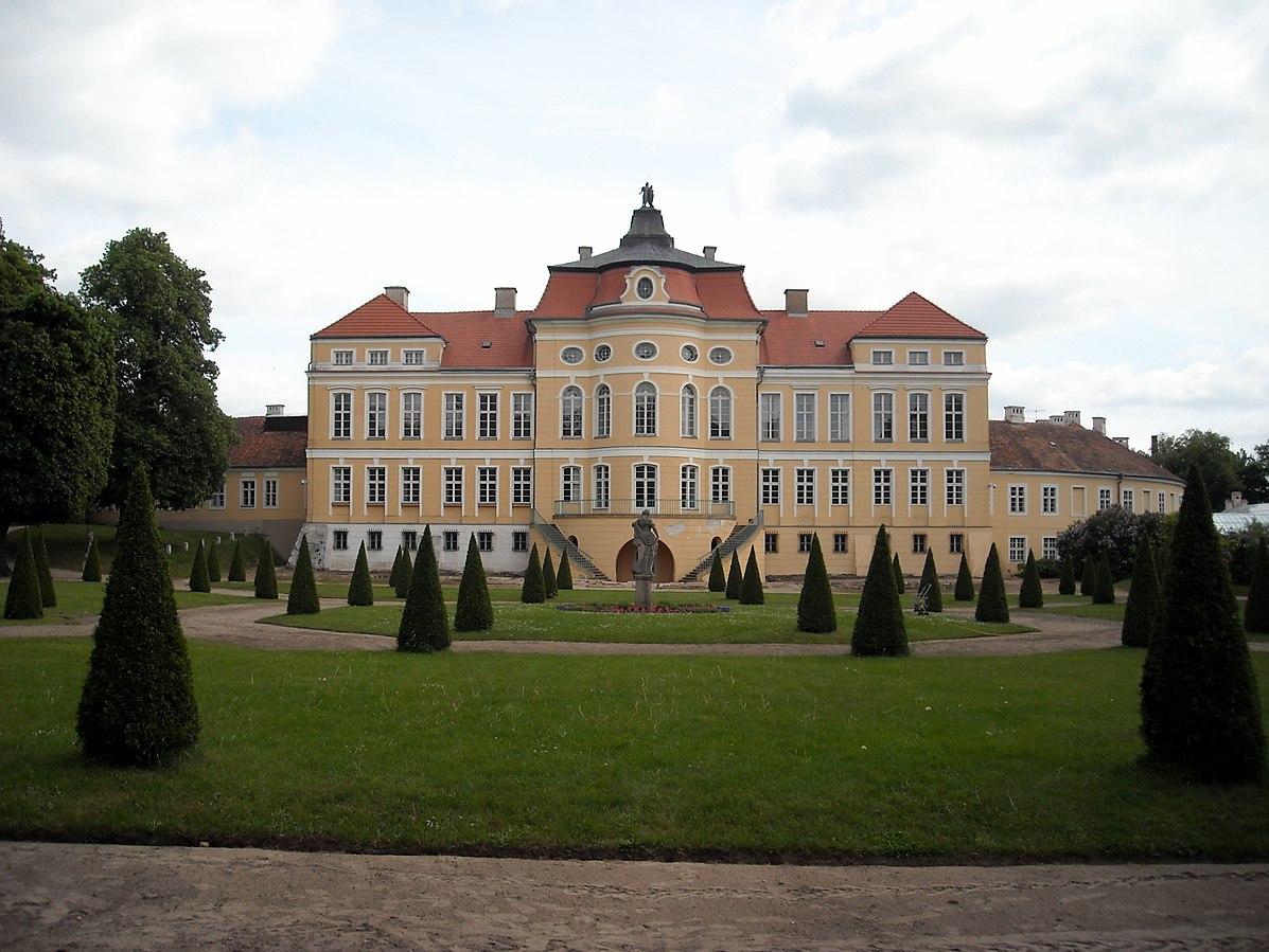 1197px-Pałac w Rogalinie, elewacja ogrodowa.
