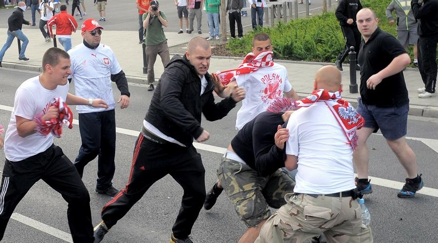 Zamieszki kibiców przed meczem reprezentacji Polski z Rosją.