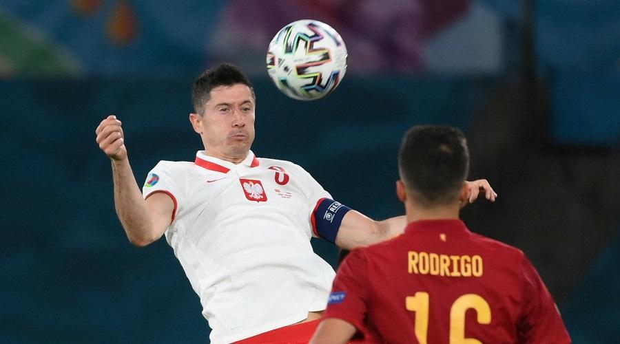 Robert Lewandowski w meczu z reprezentacją Hiszpanii