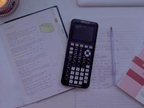 bureau met examenbundel wiskunde a vwo bronnen voor voorbereiding eindexamen