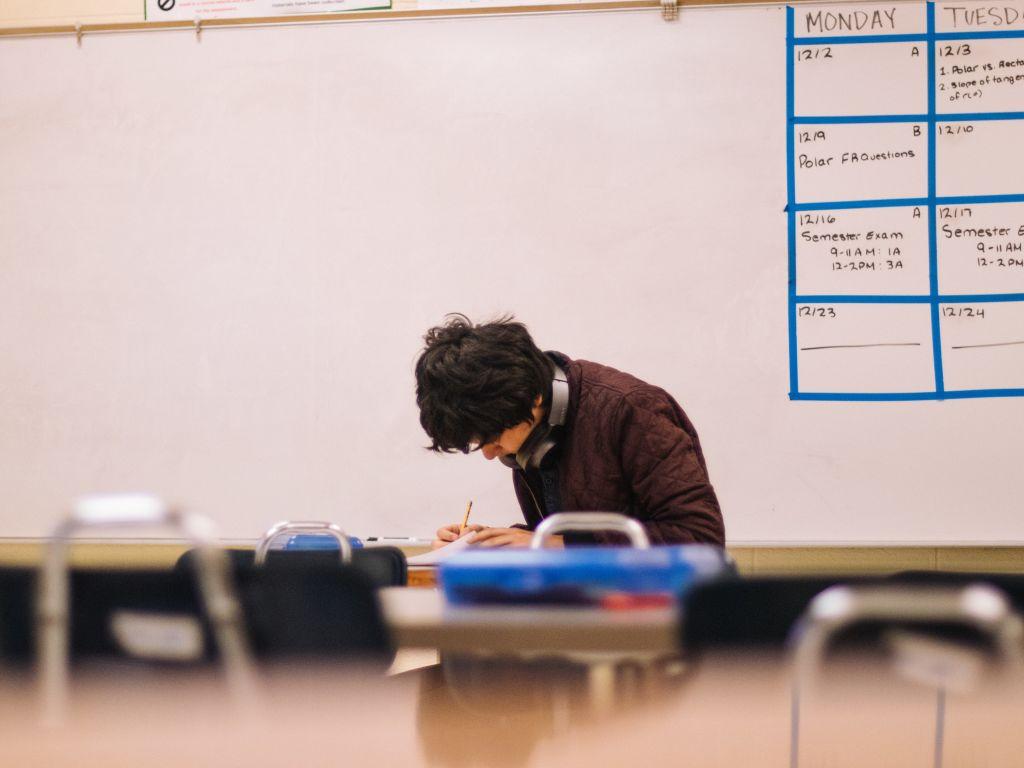 Onderzoek van Scholieren.com Coronastress, 60 procent scholieren ervaart leerachterstand