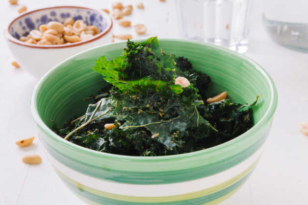 kale chips with peanuts