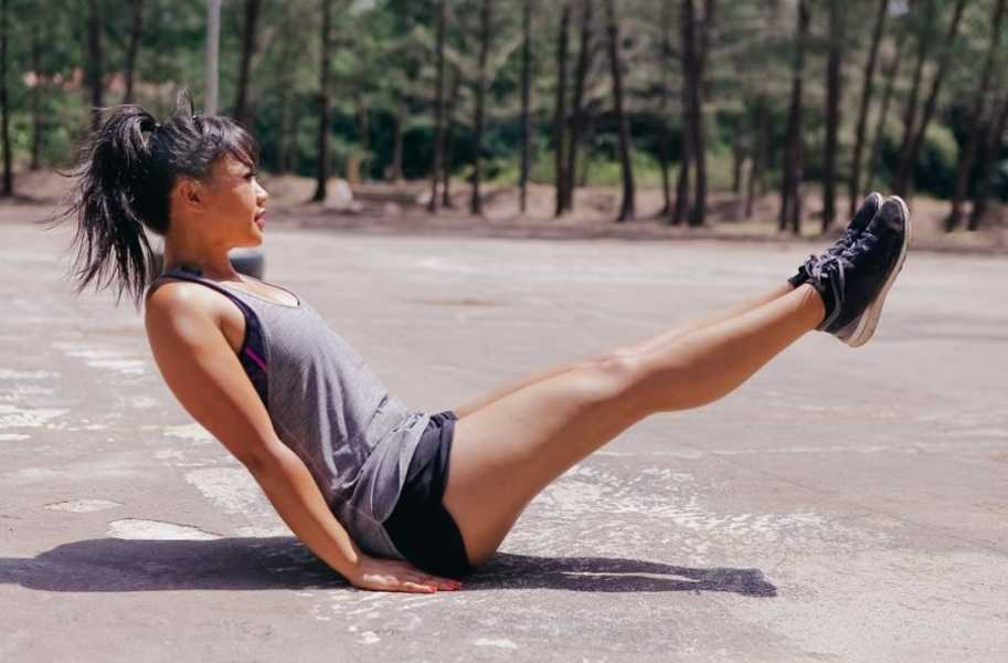 workout-sweat-v-up female outdoor