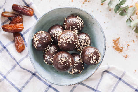 Tahini chocolate bites