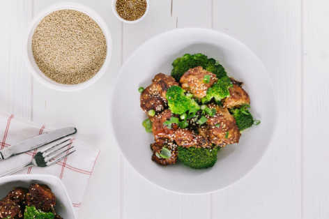 Sesame Chicken Thighs with Broccoli