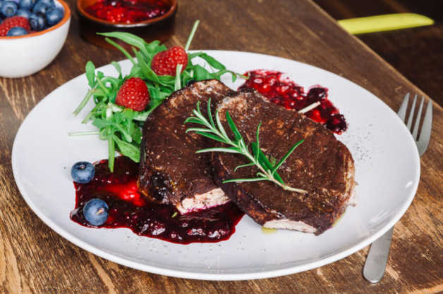 Pork-Chop-Recipe-With-Berry-Sauce-e1527512060701