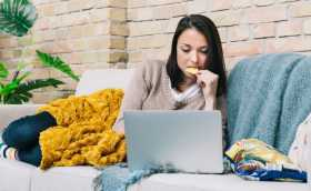 Mindful Eating Tips: 6 Ways to Cut Back on Mindless Snacking