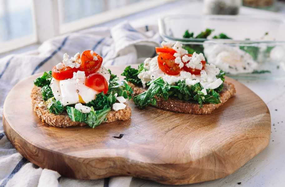 kale-tomato-and-poached-egg-bread-recipe