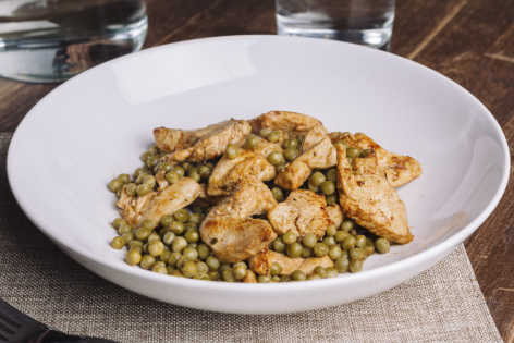 Spiced lime chicken and green peas recipe