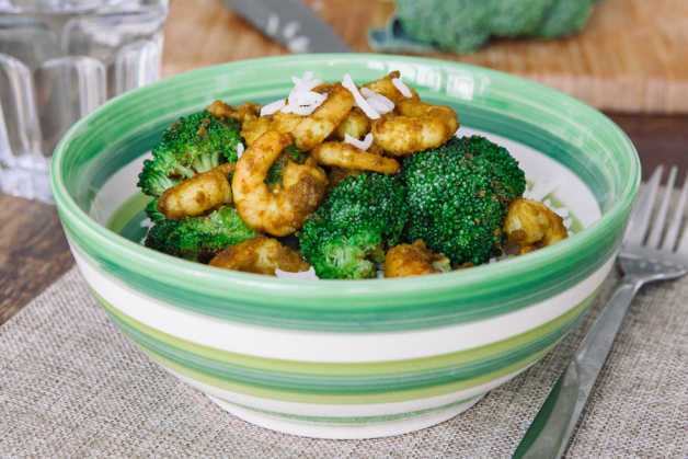curry fried shrimps with broccoli and rice
