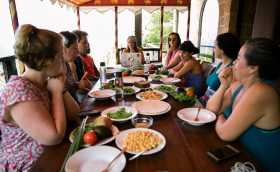 How to Eat Healthy on Vacation: Coach Lisa's Top Tips