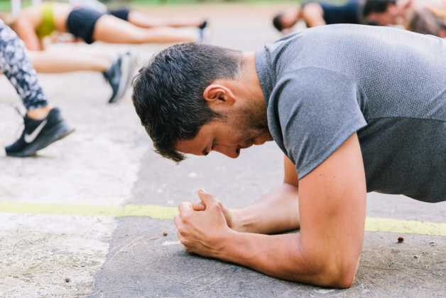 outdoor plank exercise male