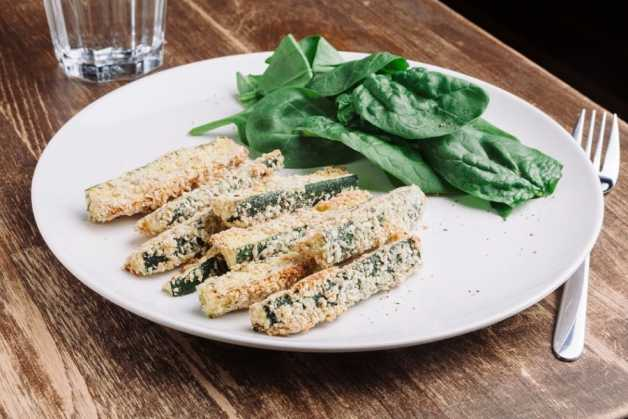 almond crusted zucchini crisps sticks