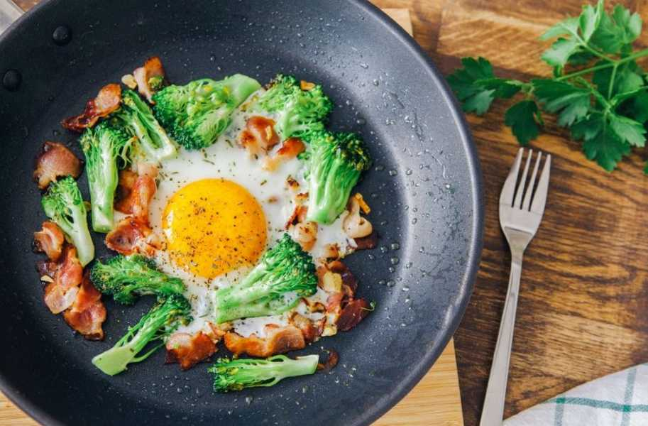baked eggs with broccoli bacon keto food