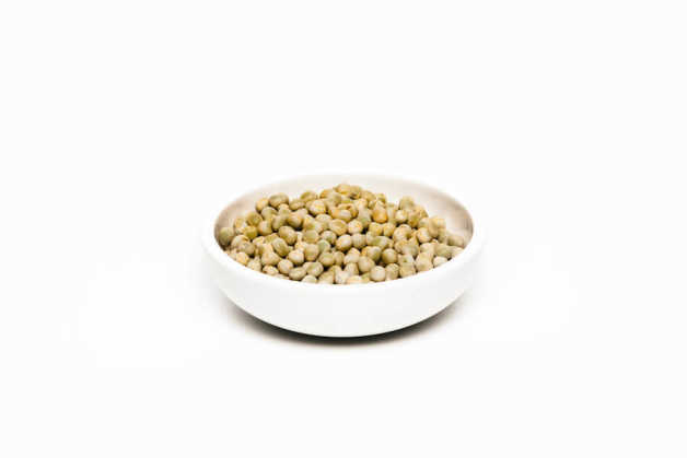 Green peas, uncooked in white bowl
