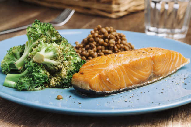 easy baked salmon with lentils and broccoli