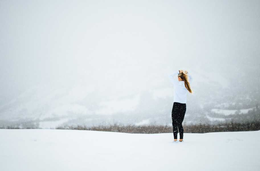 winter running - abigail-keenan-HfBZFnHgVKo-unsplash