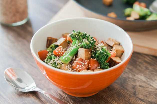 vegan protein recipe scrambled green vegetables tofu