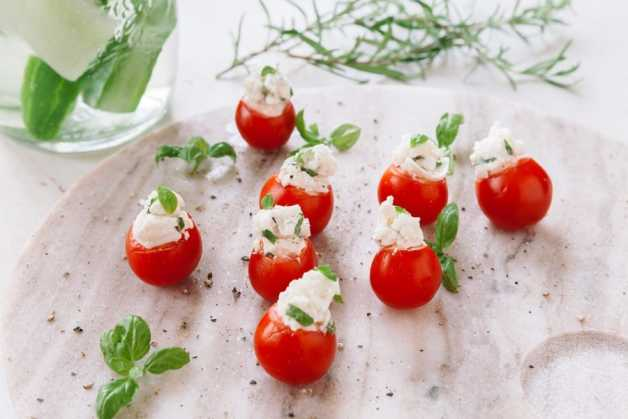 basil and goat cheese tomato bites