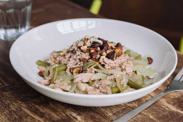 green beans with roasted onions tuna and hazelnuts