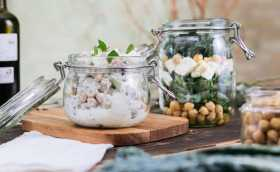Salad in a Jar: Ideas for a Healthy Lunch