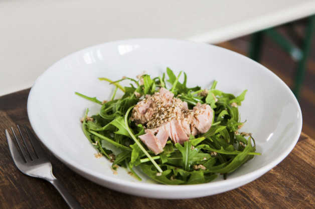 tuna and rocket salad with lemon