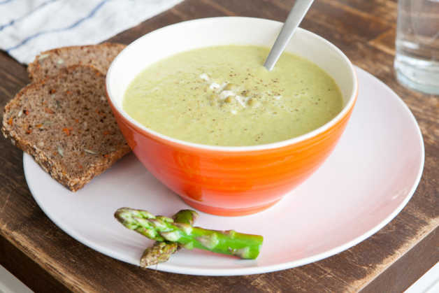 asparagus and green peas soup