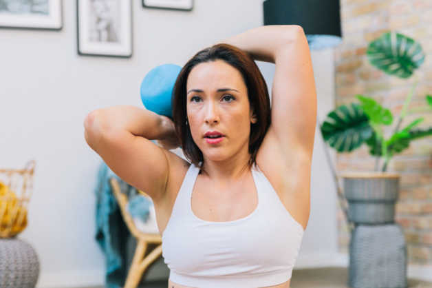 Alba with kettlebell behind head