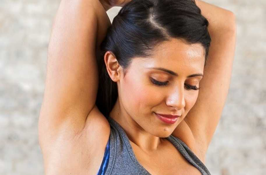 coach-alice-stretching- triceps
