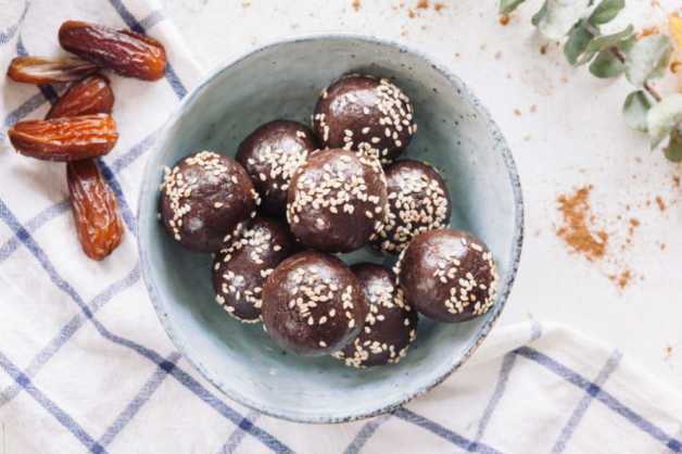 keto diet snacks ideas tahini chocolate bites