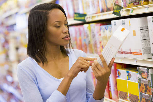 food label read nutrition grocery shop