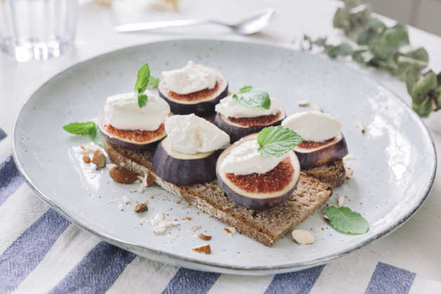 fig and ricotta toast recipe-e1530087646164