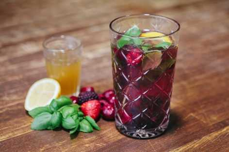 Herb-berry-and-lemon-iced-tea-recipe