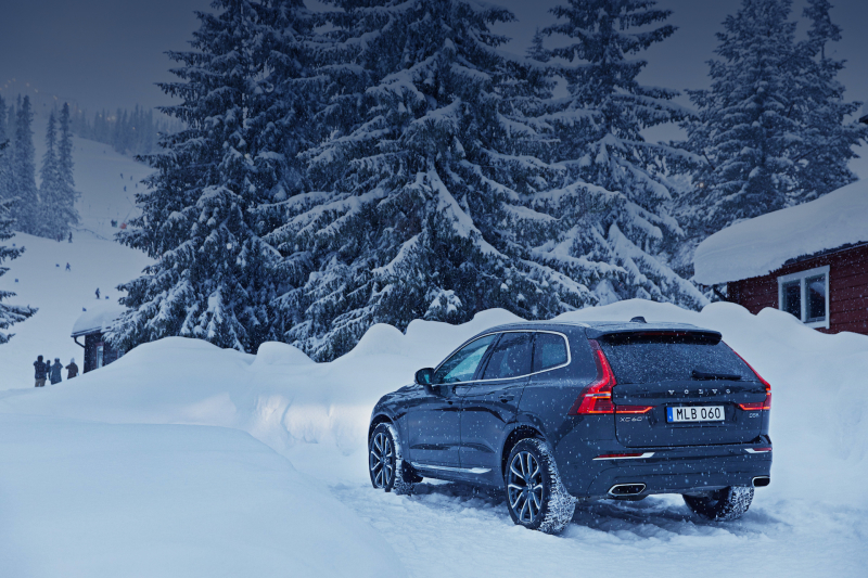 Volvo XC90 outside house in the snow