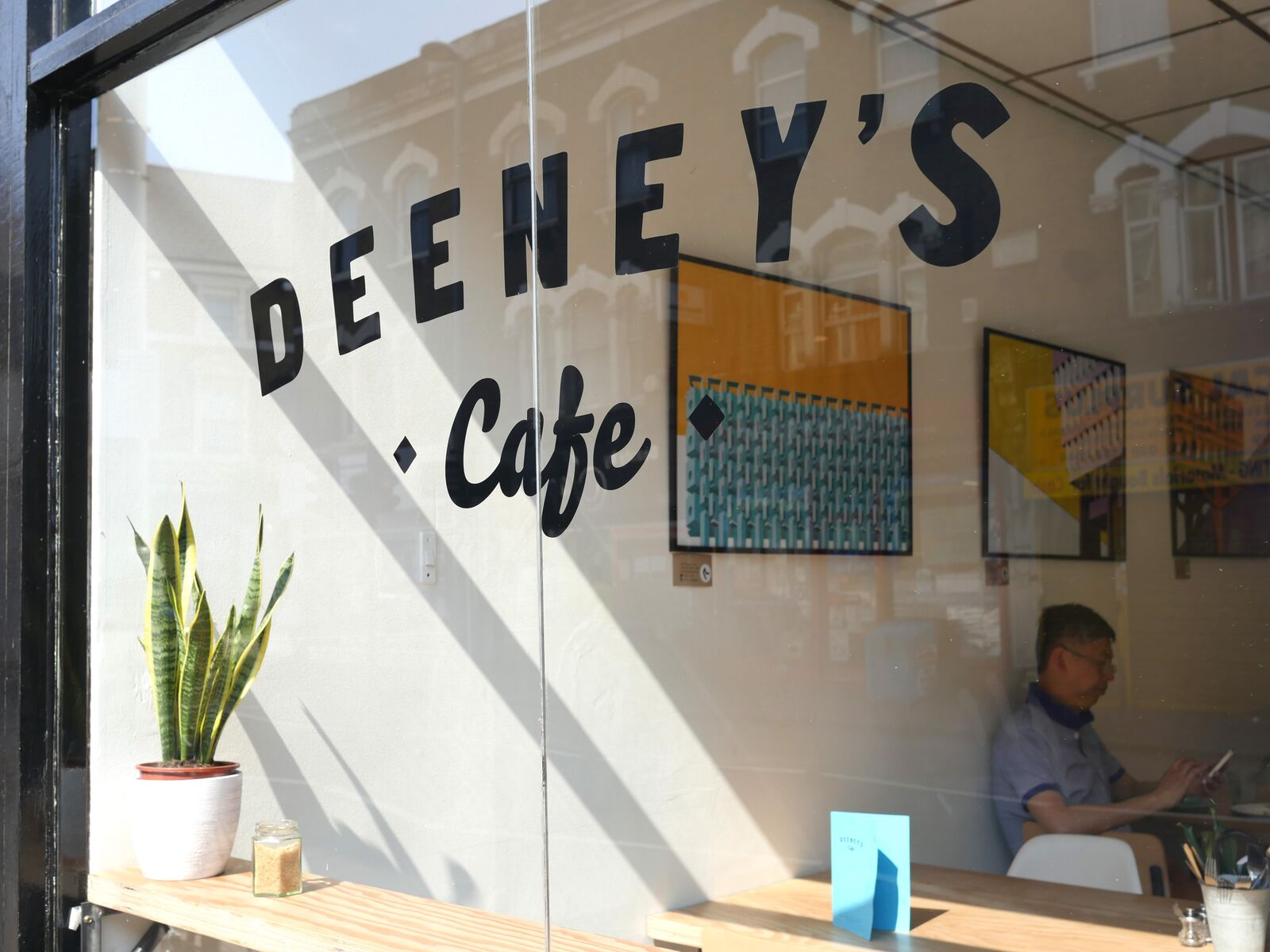 Deeney's Cafe
