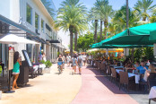 shopping boulevard in Miami Beach