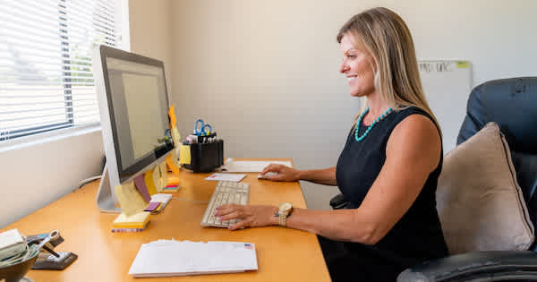 Woman using a virtual receptionist platform on her computer