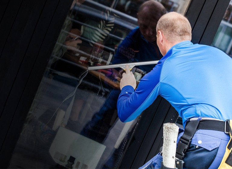 window-cleaning-hero-tablet