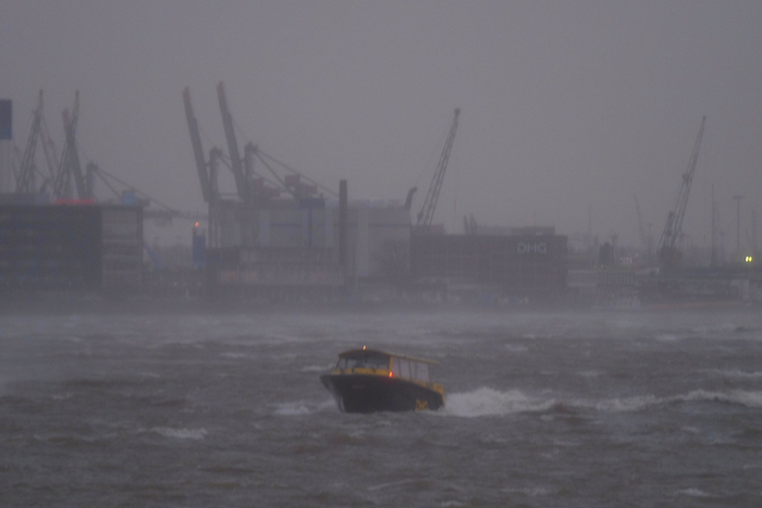 watertaxi storm