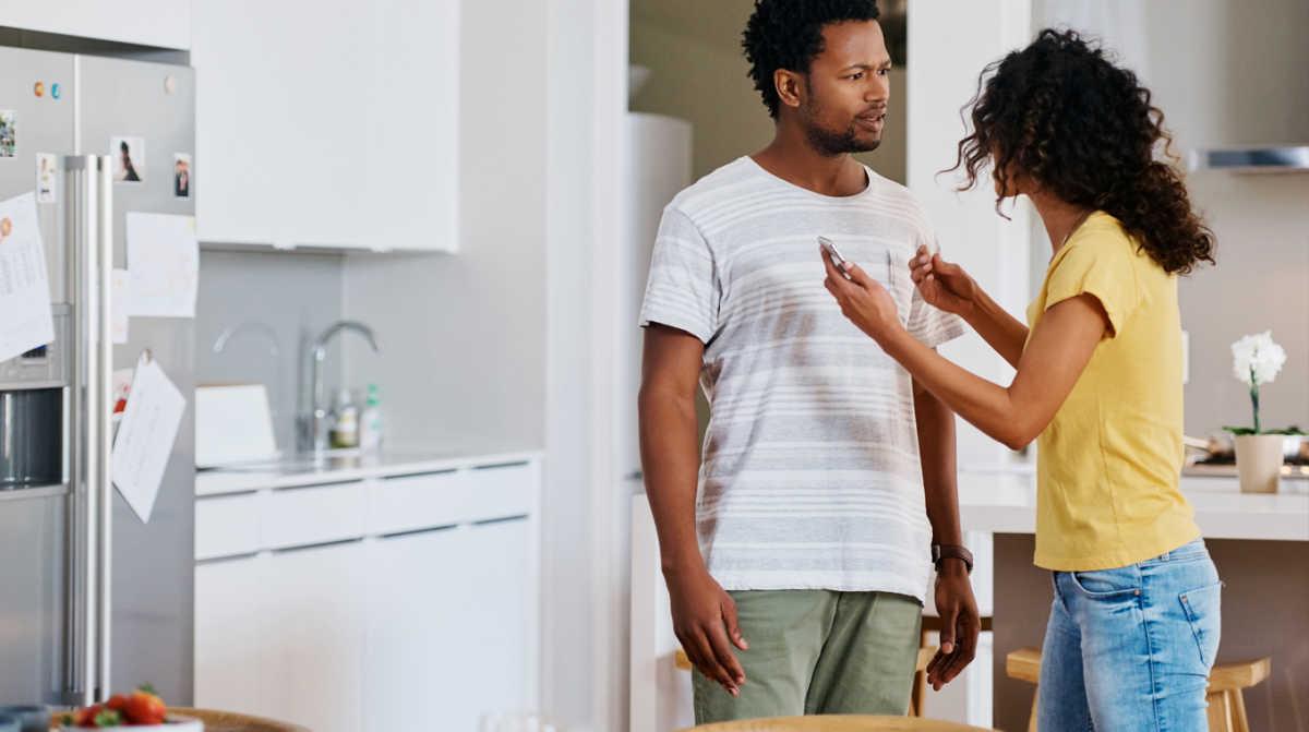 10 signs cheating husband 2