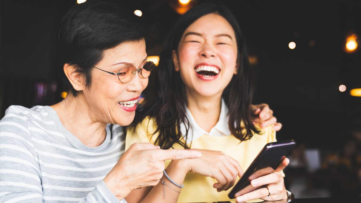 8 Funniest Podcasts for Moms   Mom.com