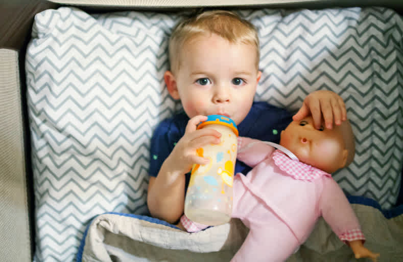My Toddler Won't Go to Bed Without a Bottle | Mom.com