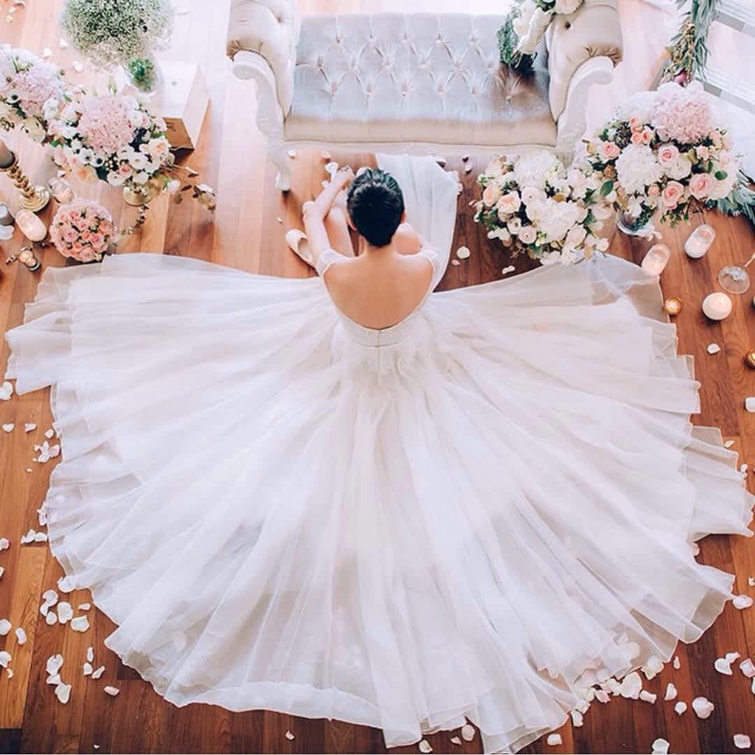 Why Do Brides Wear White Dresses   Mom.com