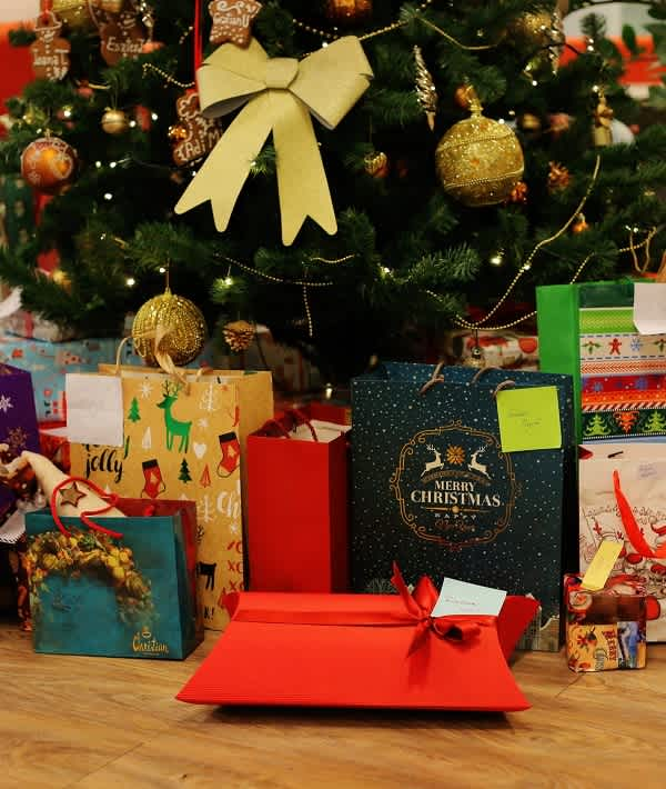 Christmas Party Gift Ideas.20 Of The Best Gift Ideas Under 15 For Your Office Holiday