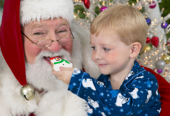 Bad Moms Christmas Kids.4 Bad Lessons Santa Teaches Our Kids Mom Com
