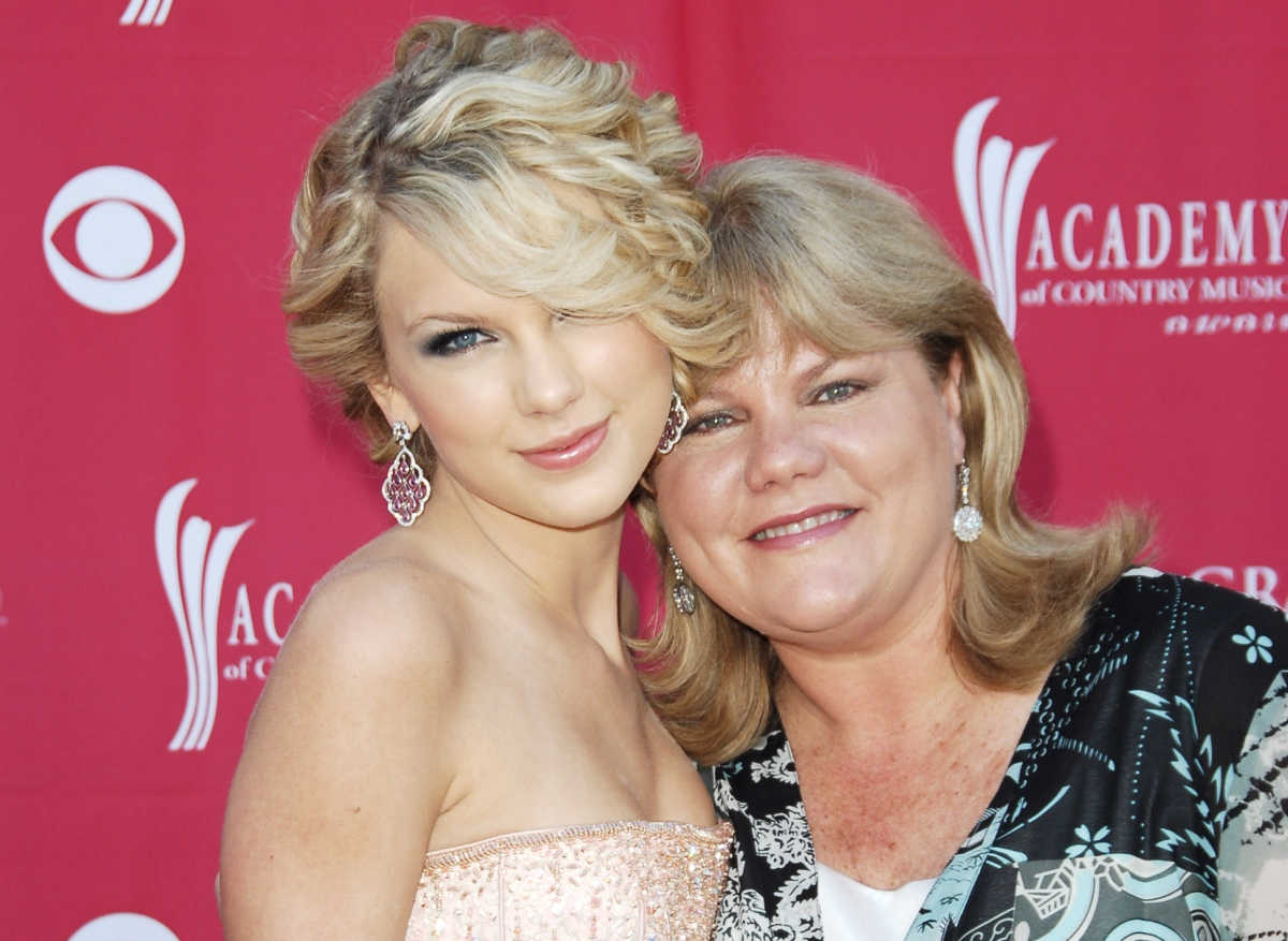 Taylor Swift Reveals Her Mom Has Cancer Mom Com