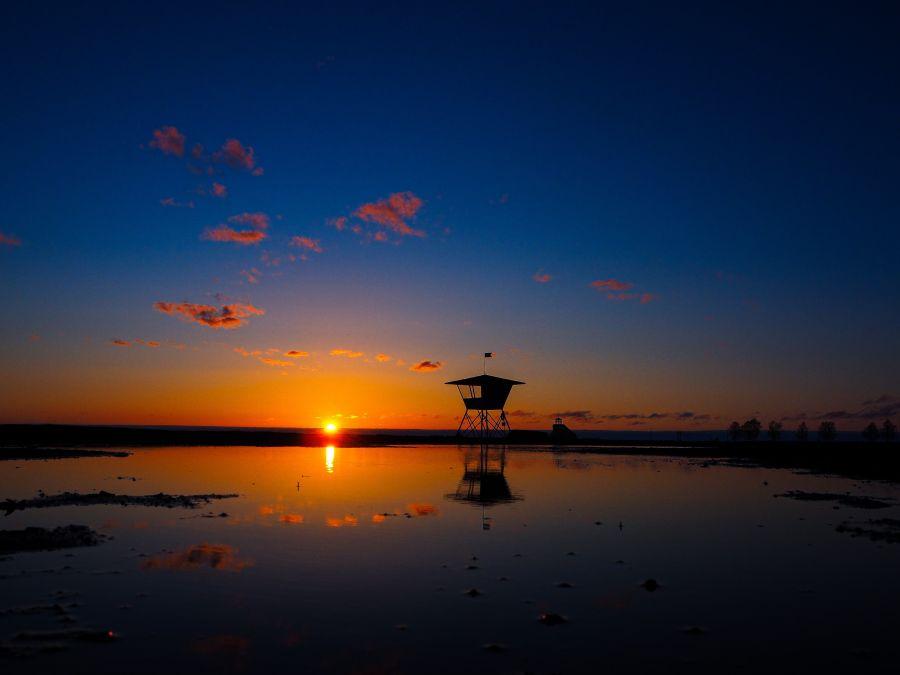 Auringonlasku Oulun rannalla