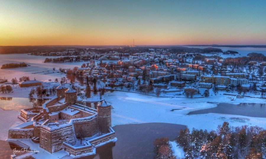Auringonlaskun valaisema Savonlinna